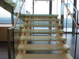 polished-edge-laminated-stair-tread